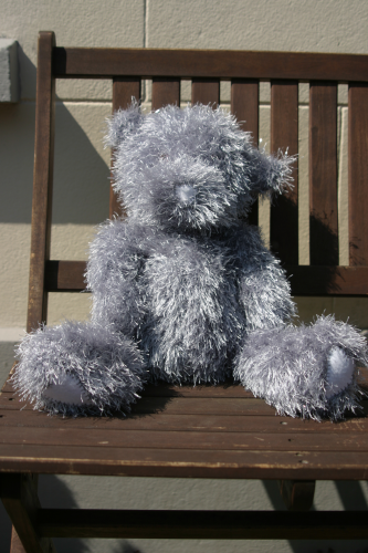 Knitted teddy silver